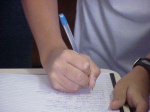 tensione nella mano durante la scrittura