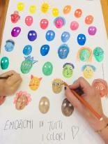mani disegno visi colori foglio